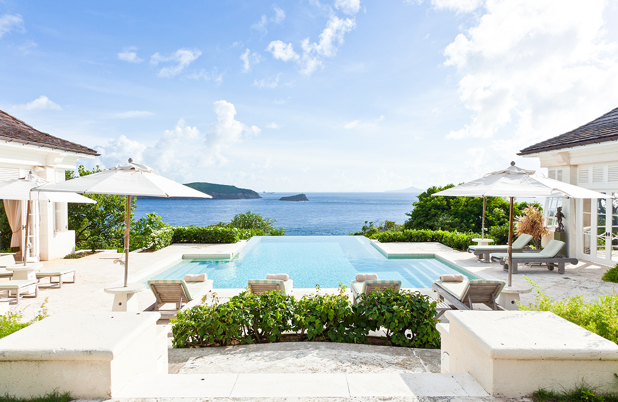 luxurily.travel-Les-Jolies-Eaux-on-Mustique-Island's-southern-tip-with-panoramic-views-of-Atlantic-and-Caribbean
